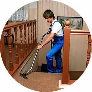 Man vacuum stairway carpet
